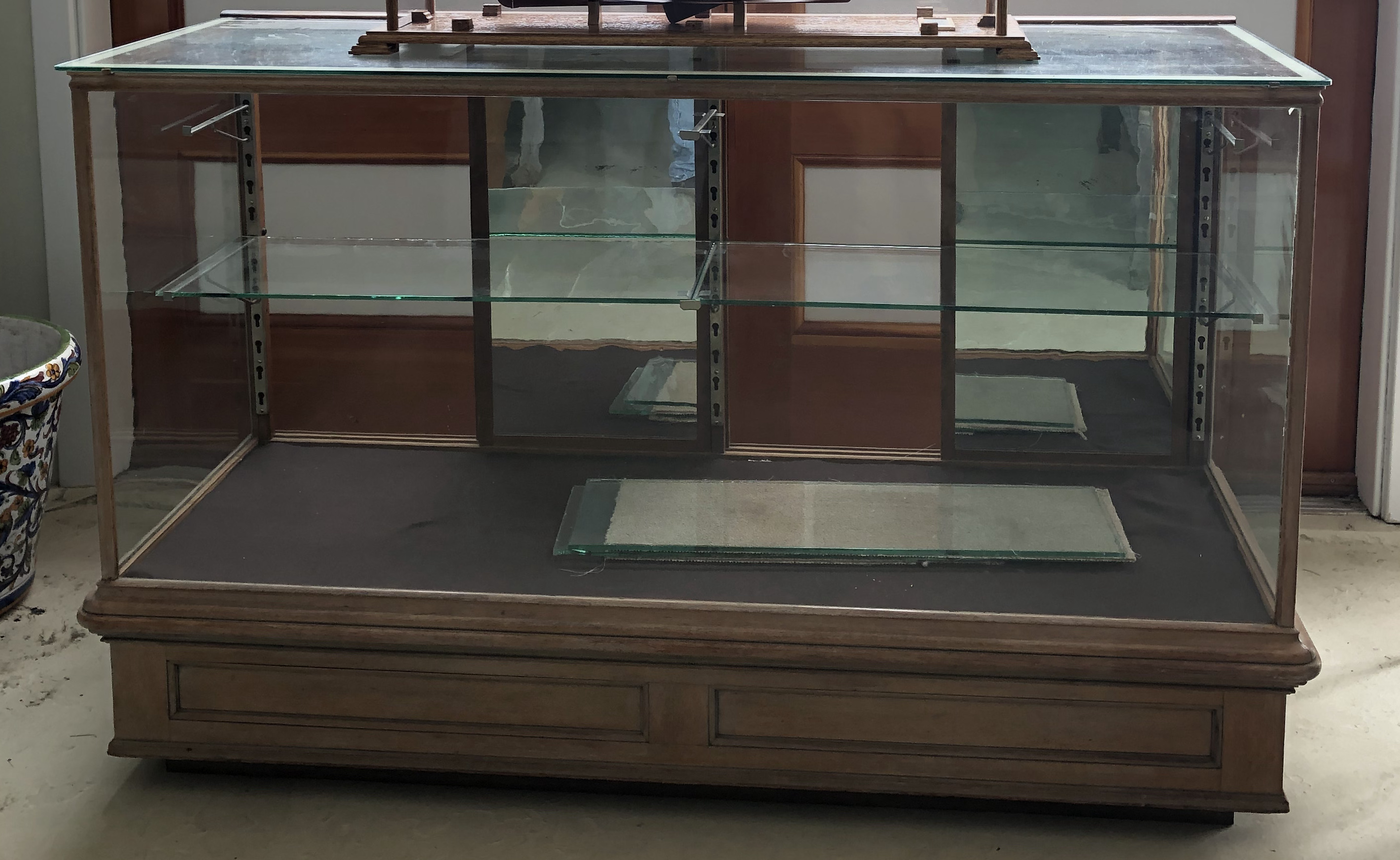 Display Case with adjustable shelves